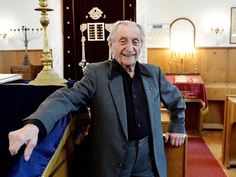 Marko Feingold in der Salzburger Synagoge
