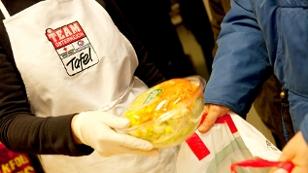 Team Österreich Tafel verteilt Essen