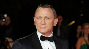 Daniel Craig in einem schwarzen Anzug