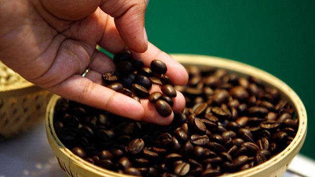 Kaffeebohnen in einem Korb