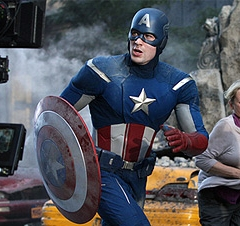 """Marvel's The Avengers"" Szenenfoto: Captain America in Aktion."