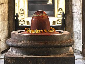 Ein Shiva Lingam in Katmandu