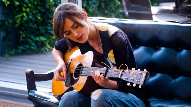 """Keira Knightley in einer Szene von """"Can a Song Save Your Life?"""""""