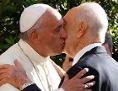 Papst Franziskus begrüßt Schimon Peres
