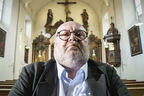 Franz Schuh in einer Kirche