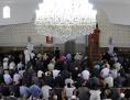 Muslime beim Freitagsgebet in der Moschee beim Hubertusdamm