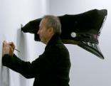 Erwin Wurm - Der Künstler, der die Welt verschluckt