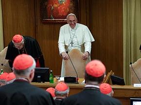 Papst Franziskus und Kardinäle bei der Synode