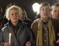 Menschen mit Kerzen bei Demonstration