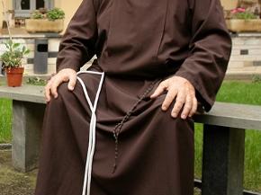 Ein Franziskaner beim Gebet