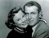 Im Bild: June Allyson (Helen Berger Miller), James Stewart (Glenn Miller).