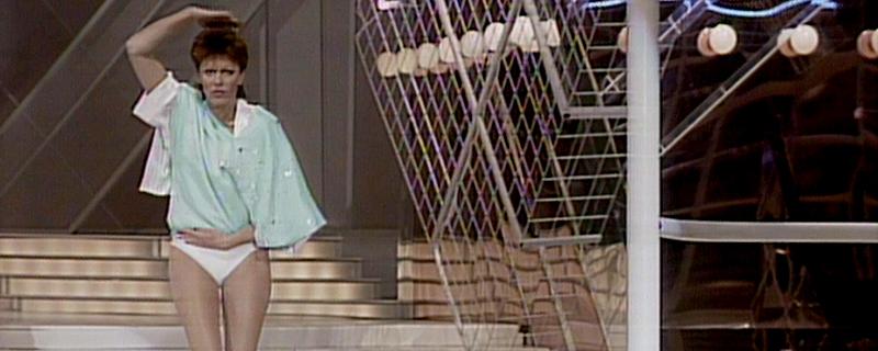 Moderatorin verliert ihr Kleid beim Song Contest in Göteborg 1985