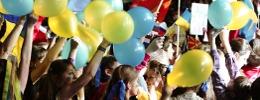 Song-Contest-Publikum mit Luftballons
