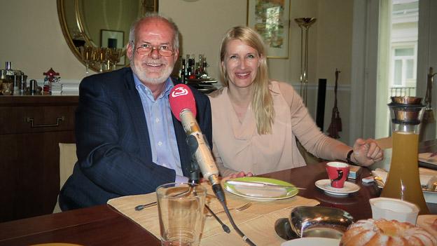 Manfred Ainedter beim Frühstück mit Claudia Stöckl