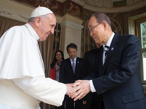 Papst Franziskus und UNO-Generalsekretär Ban Ki Moon im Vatikan