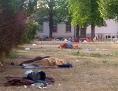 Flüchtlingslager Traiskirchen innen, Flüchtlinge schlafen auf der Erde