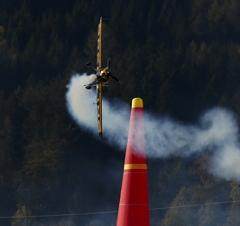 Der Brite Nigel Lamb während des Rennens im Rahmen des Red Bull Air Race
