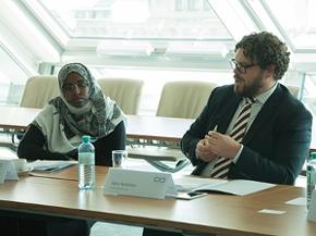Aisha Ismail Adnan, Jugendarbeiterin in Kenia und Aaro Rytkönen, Vorsitzender des Netzwerks für Friedensstifter