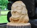 Holzschnittbüste von Martin Luther im Freien
