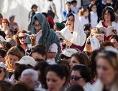 Frauen mit Gebetsschals beim Beten an der Jerusalemer Klagemauer