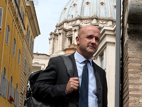 Gianluigi Nuzzi nach seiner Befragung im Vatikan