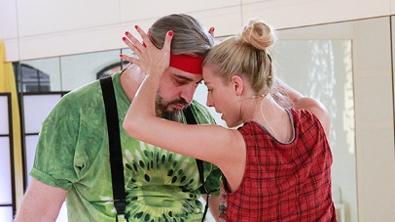Georgij Makazaria und Maria Santner tanzen einen Salsa