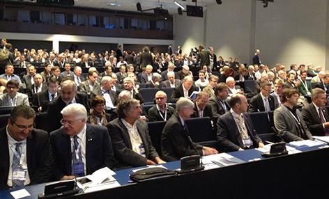 Wissenschaftler im Europahaus in Amsterdam bei der Vorstellung des EU-Projekts zur Quantenphysik