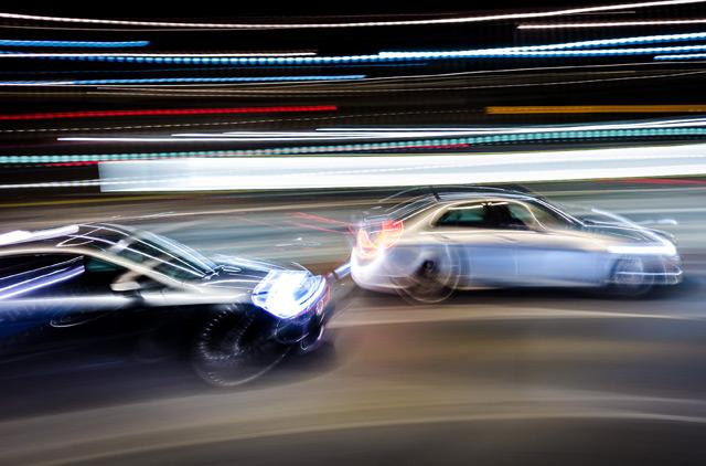 zwei Autos mit Licht