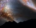 Milchstraße und Andromeda-Galaxie am Nachthimmel
