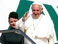 Papst Franziskus auf dem Flughafen