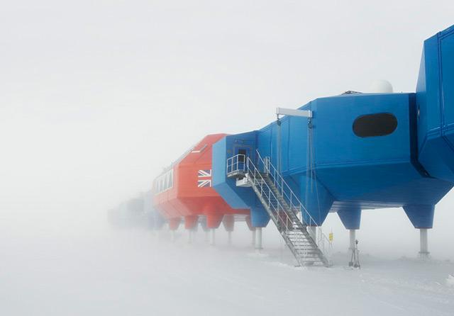 Polarstation Halley VI im Schnee - bei schlechter Sicht