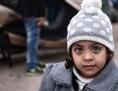 Flüchtlinge: Kleines Mädchen mit Haube