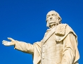 Statue eines Mannes, herrschaftlich blickend