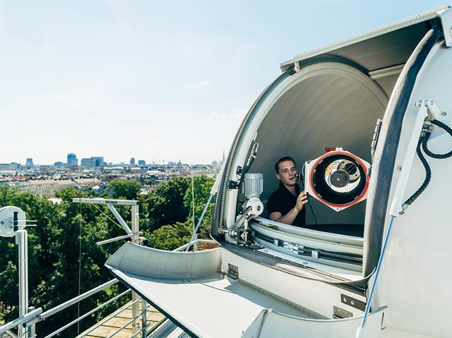 """Das """"Hedy Lamarr Quantum Communication Telescope"""" m Dach des IQOQI in Wien"""