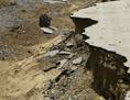 Zerstörte Straße im Sudan