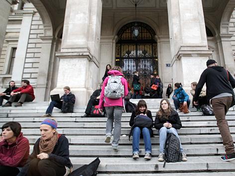 Eingang zur Universität Wien