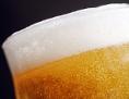 Bier mit Schaumkrone im Glas
