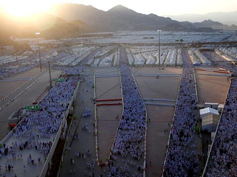 Pilger in Mekka auf dem Weg zur Teufelssteinigung