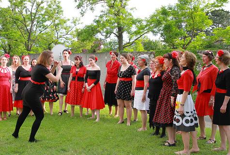 Femmes Vocales offstage