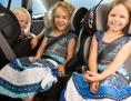 Kinder in Kindersitzen