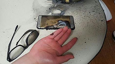 eine verletzte Hand und ein explodiertes Samsung Galaxy Note7 Handy