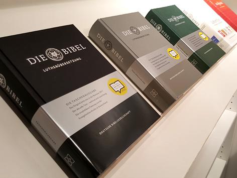 Einige Ausgaben der neuen Lutherbibel