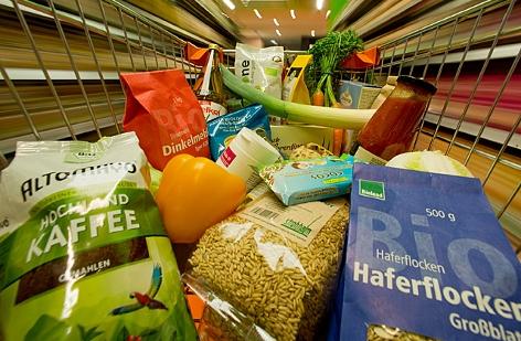 Ein Einkaufswagen mit Lebensmitteln