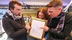 Gabi Hiller, Andi Knoll und Robert Kratky mit dem Ö3-Weihnachtswunderwunschhütten-Pflichtprogramm