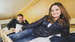 Andi Knoll und Gabi Hiller in ihren Stockbetten