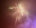 ein Feuerwerk vor dem Nachthimmel