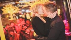 Andreas und Andrea küssen sich beim Ö3-Weihnachtswunder