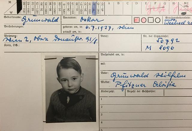 """Karteikarte aus dem Bestand der """"Mischlingskartei"""". Der 1937 geborene Oskar Grünwald war als """"Geltungsjude"""" kategorisiert."""