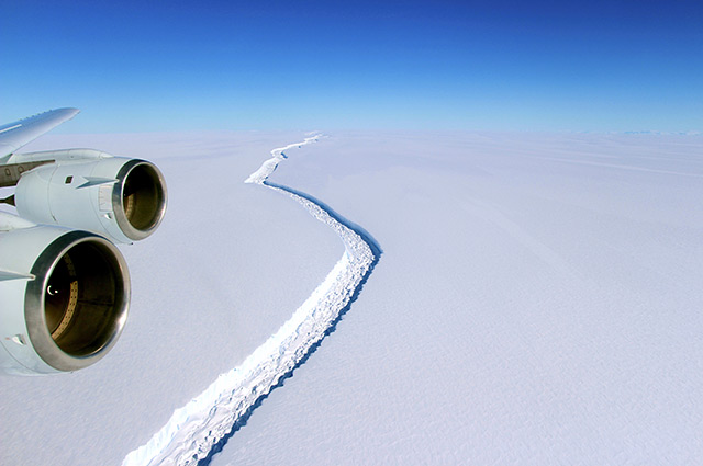Aus dem Flugzueg gesehen: Riss im Larsen-C-Schelfeis