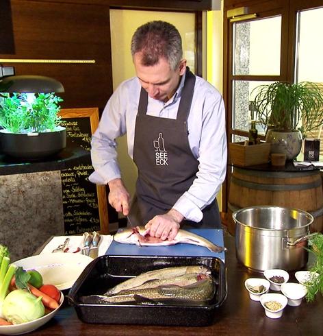 Fischsuppe und Räucherfischauflauf mit Gurken-Wasabi-Eis, Chefkoch Bernhard Reiter